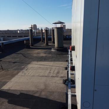 Монтаж чиллера CLINT на опорно-крепежных системах BIG FOOT